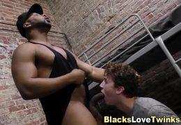 Black dude spunks twink
